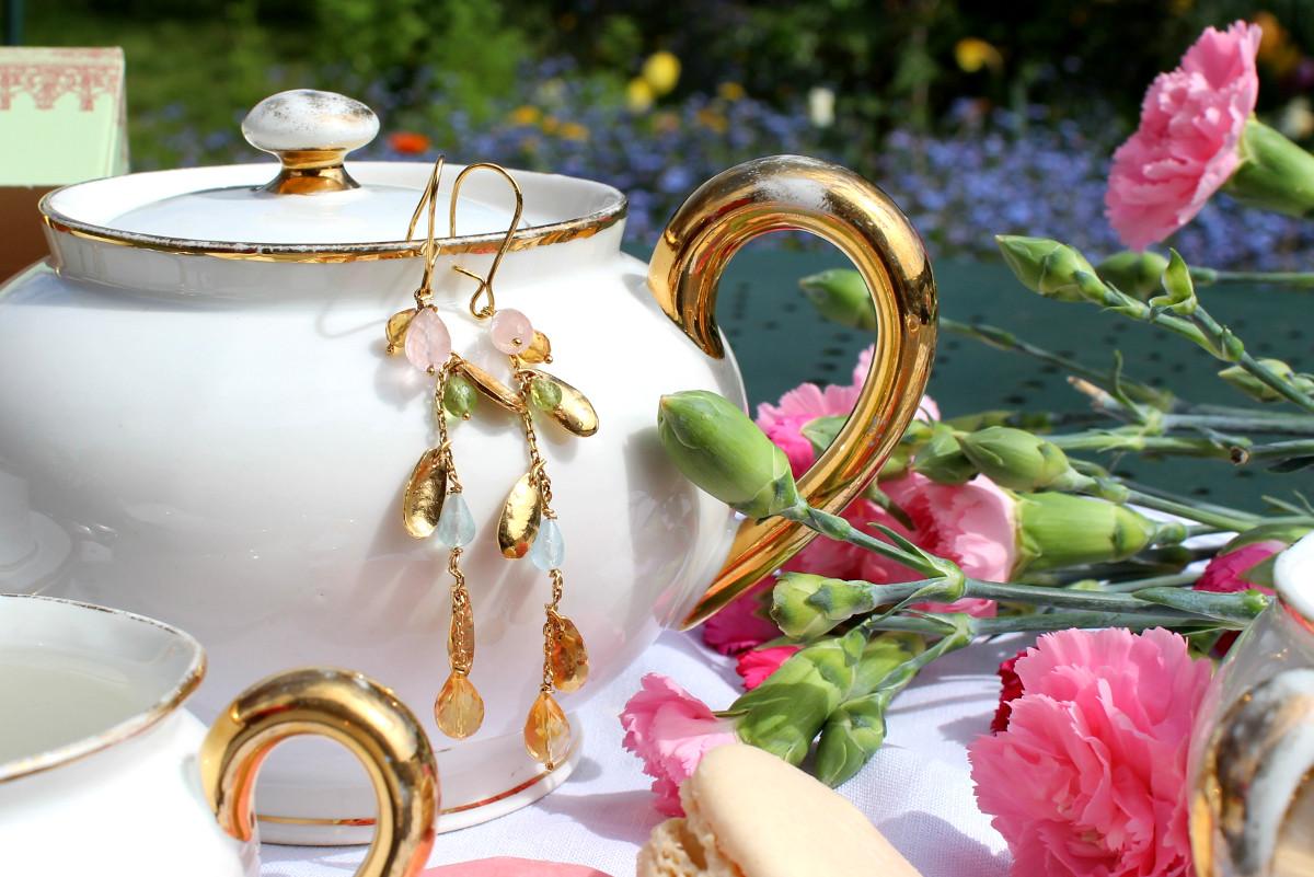 Boucles d'oreille Saule doré sertie de citrines, péridots, aigue-marine et quartz rose.
